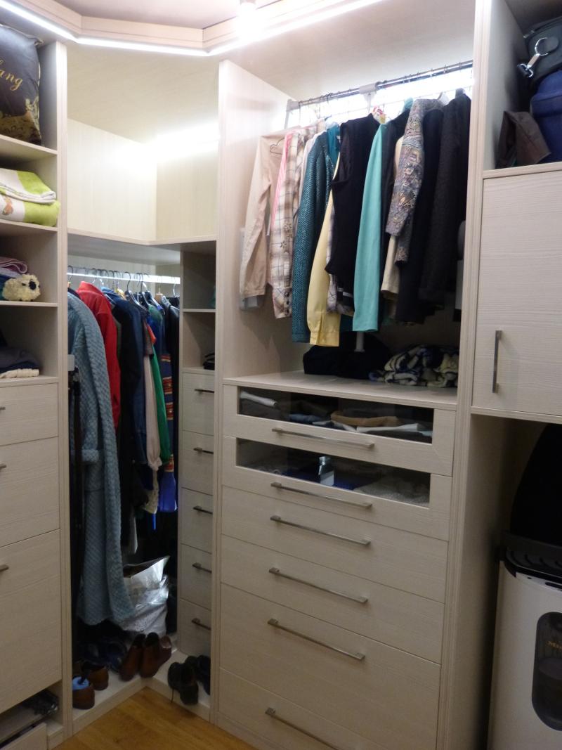 le dressing en u de tavar toute une histoire copain des copeaux. Black Bedroom Furniture Sets. Home Design Ideas